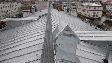 Новая крыша до и после г.Магадан, ул.Левонабережная, 19