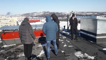 Новая крыша до и после г.Магадан, ул.Ленина, 18а