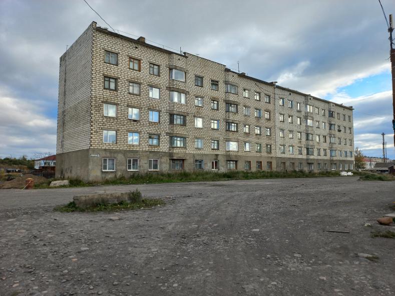 В доме N 20 по улице Пушкина в посёлке Эвенск производятся работы по капитальному ремонту кровли